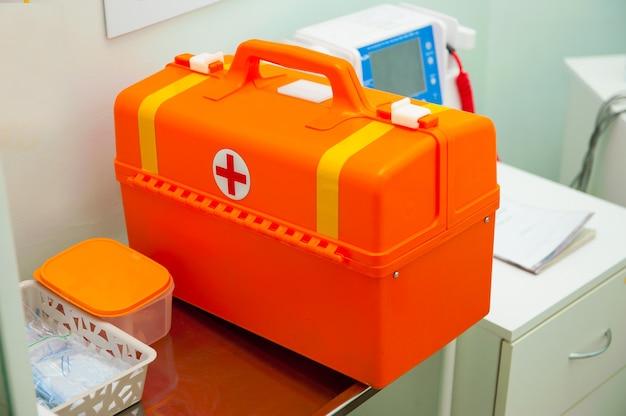 Mallette orange des premiers soins médicaux d'urgence