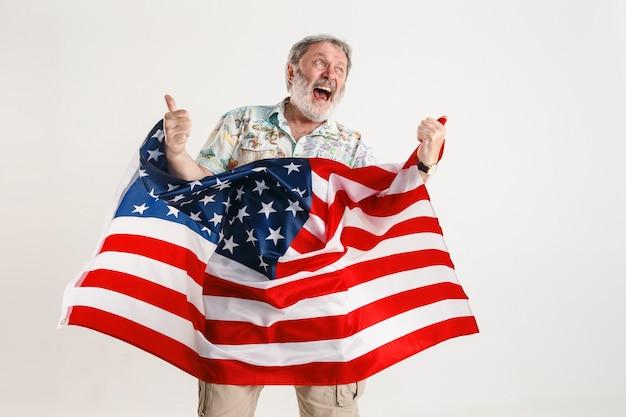 Man avec le drapeau des états-unis d'amérique