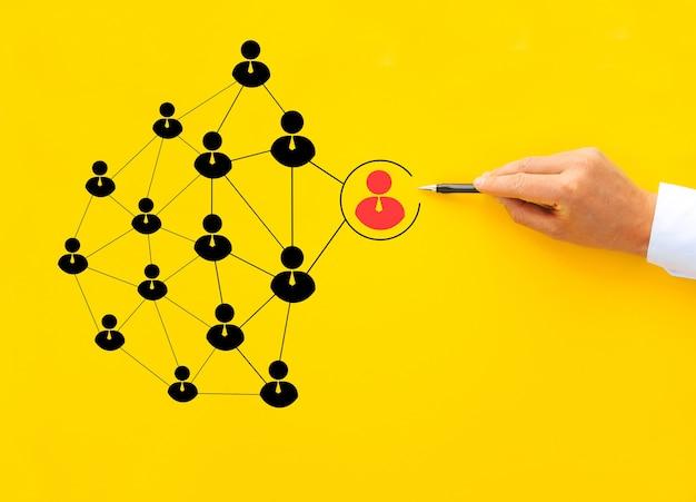 Manager sélectionnant un leader parmi les salariés. entreprise de recrutement et gestion des ressources humaines.