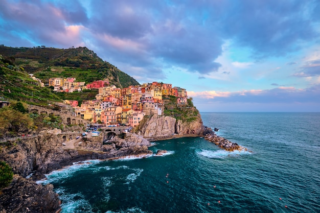 Manarola village on sunset, cinque terre, ligurie, italie