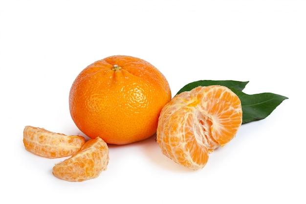 Mandarin isolé sur blanc