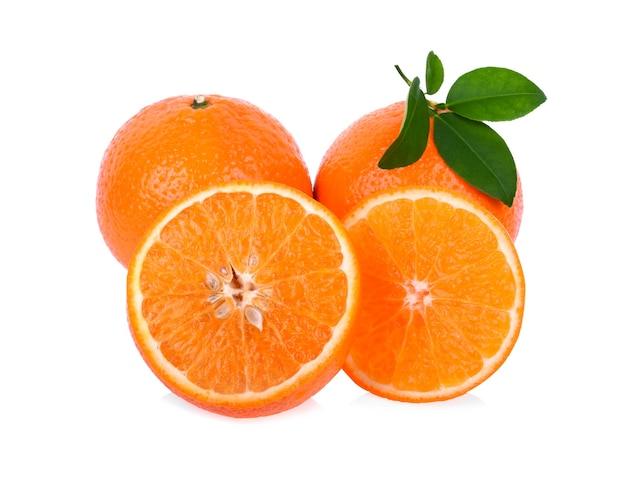 Mandarine sur blanc