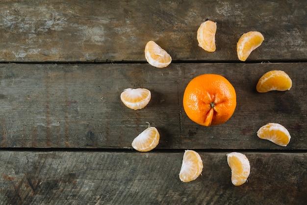 Mandarine dans le cercle de segment