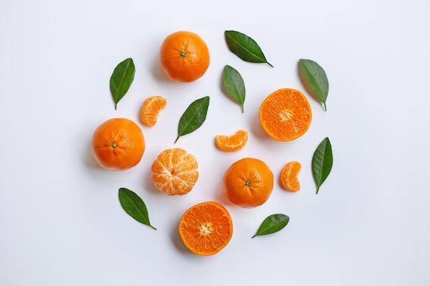 Mandarine orange. fond blanc