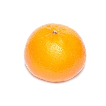 Mandarine orange isolé sur fond blanc.