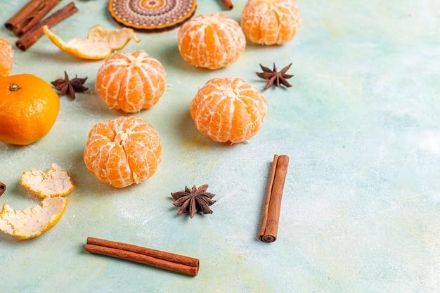 Mandarines de clémentines fraîches et juteuses.