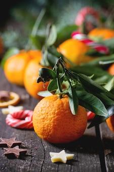 Mandarines dans un décor de noël