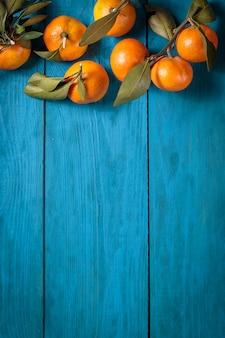 Mandarines avec des feuilles
