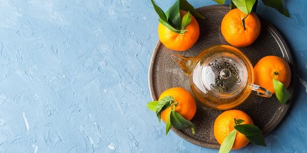 Mandarines et thé vert nature morte