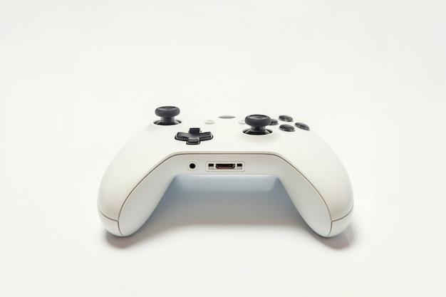 Manette de jeu joystick blanc, console de jeu isolé sur fond blanc