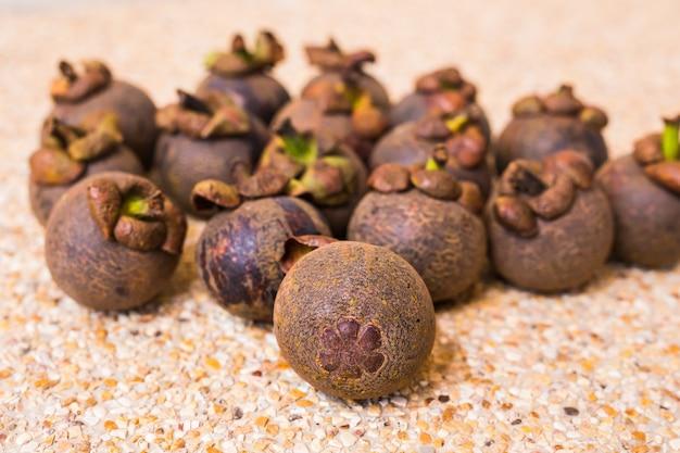 Mangoustan frais