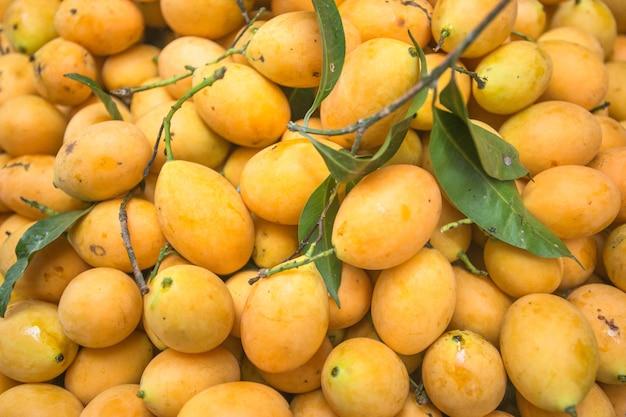 Mangue fraîche vendre sur le marché, krabi-thaïlande