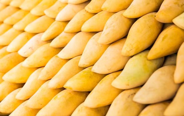 Mangue jaune fraîche