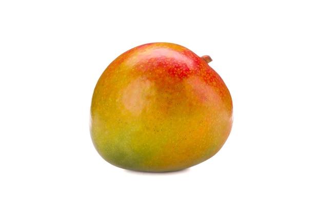 Mangue tropicale fraîche isolée sur fond blanc