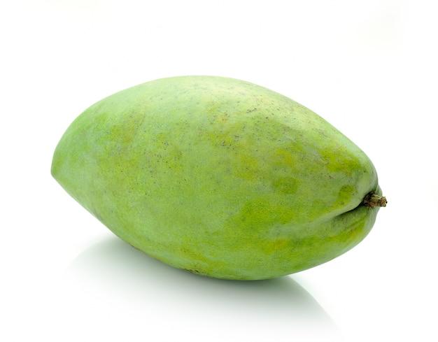 Mangue verte isolée sur fond blanc
