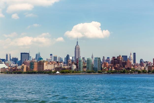 Manhattan new york skyline de la rivière hudson