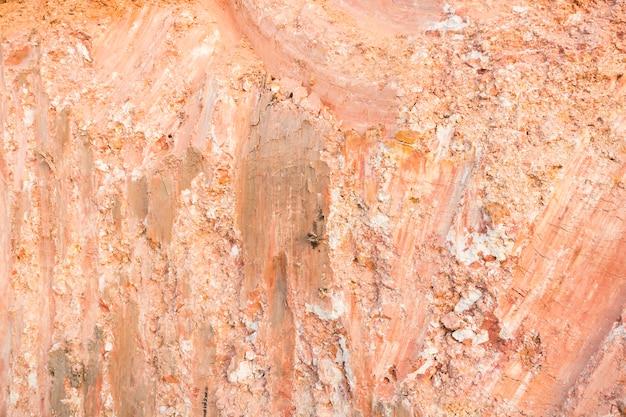 Manhtrace carré en béton de grande taille de latérite après creuser par la texture de fond de l'excavatrice