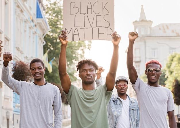 Manifestation de matière vivante noire