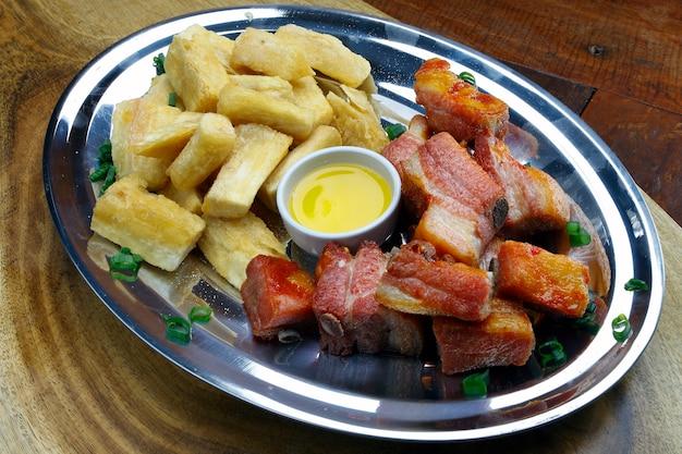 Manioc frit au porc