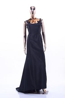 Mannequin métallique, modèle de réflexion brillant, robe de soirée de robe de mode noire