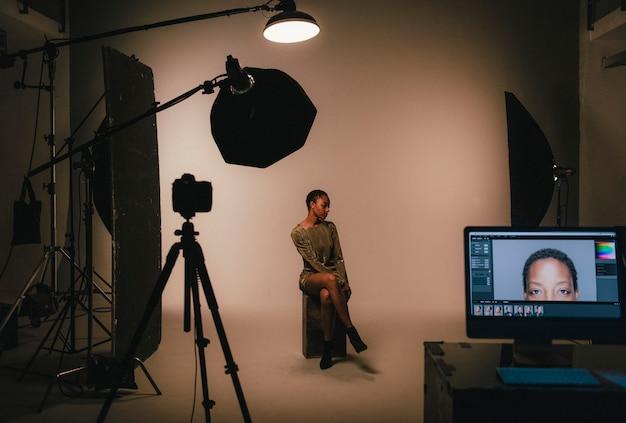 Mannequin posant pour une séance photo