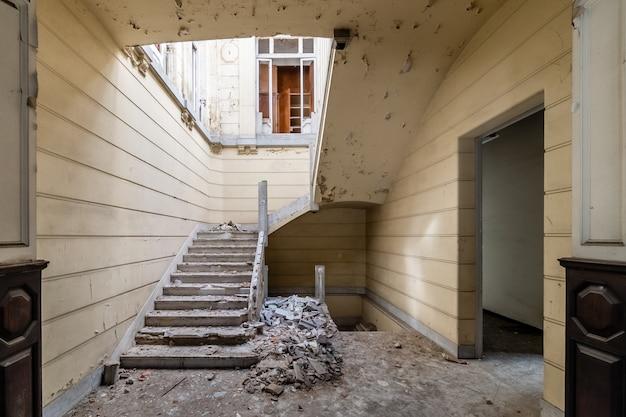 Manoir abandonné et en ruine