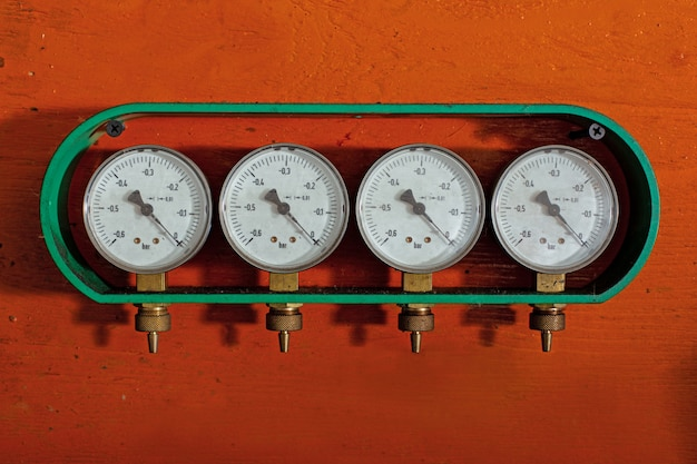 Les manomètres sont les dispositifs de contrôle de la pression du gaz