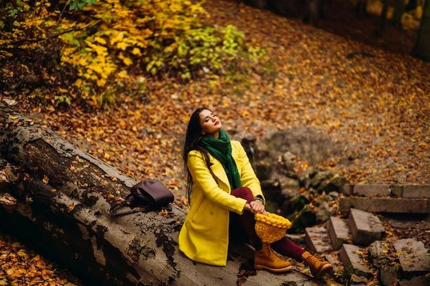 Manteau émotion jaune doré octobre