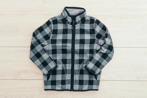 Manteau vêtement de bois occasionnel de pluie