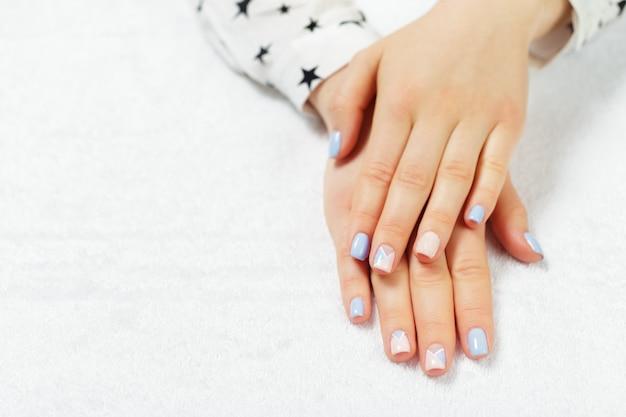 Manucure femme élégante et tendance