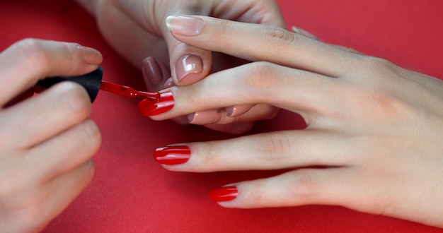 Manucure ongles rouges