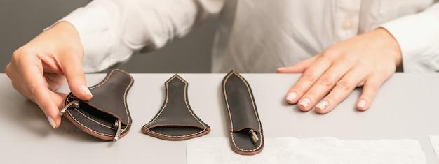 Manucure présente des outils de manucure