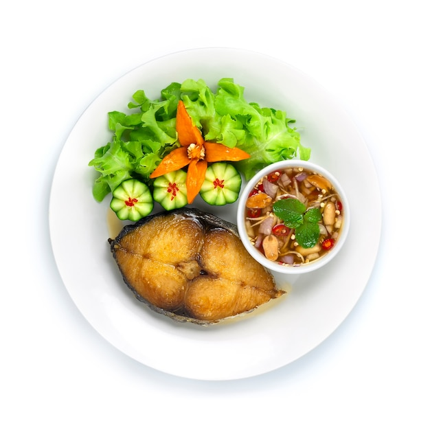 Maquereau frit avec sauce au poisson trempage au chili thai food cuit frit