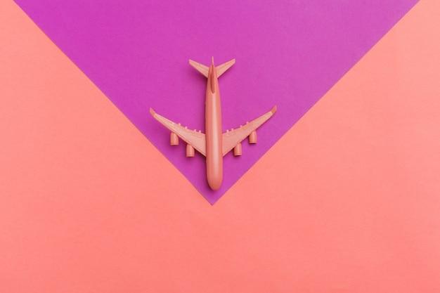 Maquette d'avion, avion sur couleur pastel