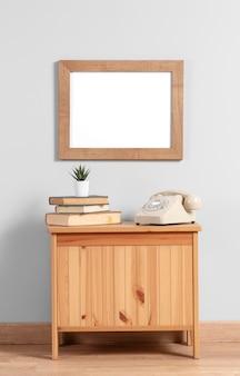 Maquette de cadre sur l'armoire