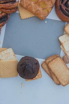 Maquette de cadre de pâtisseries avec modèle de liste vide gris, vertical