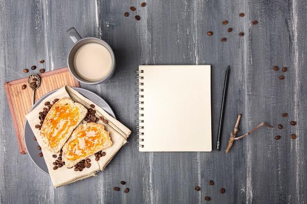 Maquette de cahier avec dessert