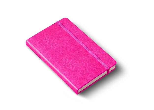 Maquette de cahier fermé rose isolé sur une surface blanche