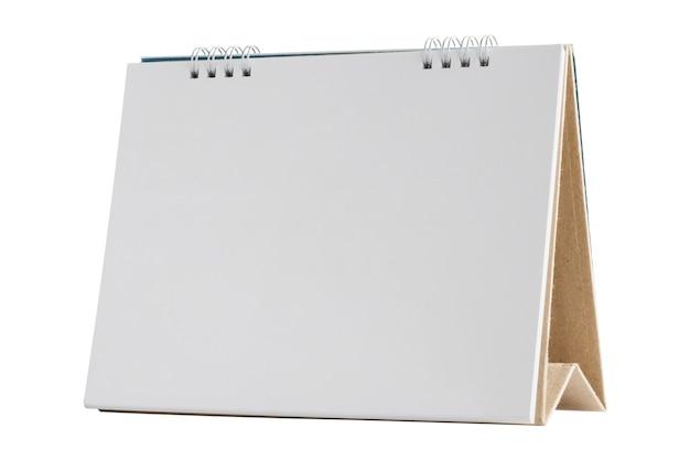 Maquette de calendrier de bureau papier blanc blanc isolé sur fond blanc avec un tracé de détourage