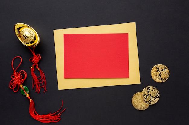 Maquette de carte de nouvel an chinois avec des pendentifs