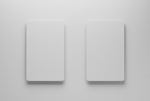 Maquette de deux cartes de visite sur une table en papier. rendu 3d.