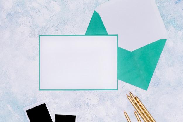 Maquette d'invitation anniversaire bleu et blanc
