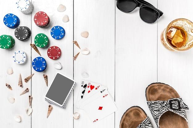 Maquette De Mise En Page De Modèle De Bannière De Poker De Médias Sociaux De Blog Pour Le Dessus De Table Blanc En Bois De Casino En Ligne... Photo Premium