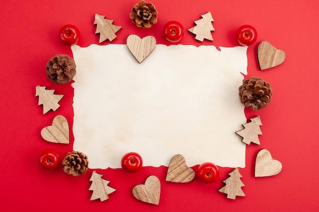 Maquette de noël festive sur fond rouge