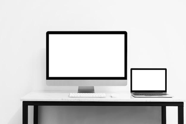 Maquette d'ordinateur et de bureau pour votre publicité