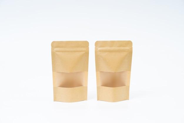 Maquette de sac de papier collation sur espace blanc