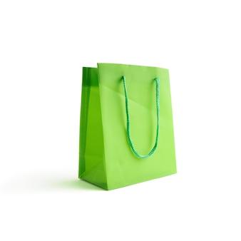 Maquette de sac vert clair pour la conception sur un blanc. espace pour le texte. concept de vente