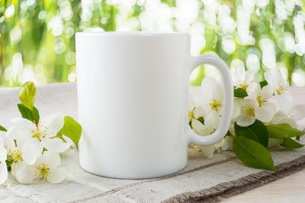 Maquette de tasse à la fleur de pomme