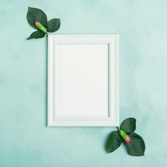 Maquette vide avec espace copie et fleurs d'oeillets