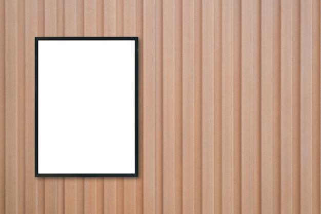 Maquette vierge cadre photo affiche sur le mur en bois.